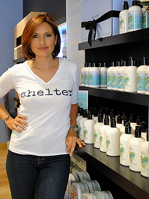 Mariska Hargitay and Philosophy join forces to support women in shelters in LA.